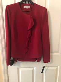 Tahari suit -never worn SZ 12 Columbus, 31904