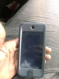 Ipod touch 6 with black case Louisville, 40216