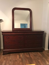 Dresser with vanity mirror and matching sleigh bed Charlotte, 28278