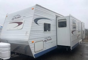 2005 Jayco Jay Flight 31 Ft. Trailer Bunk leaned and ready for a new family to make more memories: