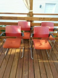 4 CHAISES POUR 10$//4 CHAIRS FOR 10$ Châteauguay