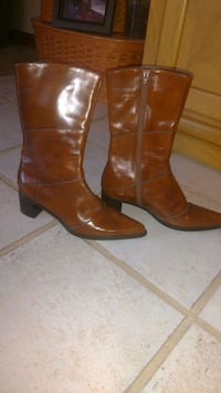 pair of brown leather chunky heeled boots Green Valley, 61534