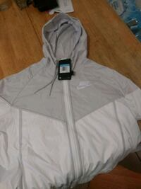 Woman white and gray zip-up hoodie Chesilhurst, 08089