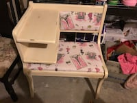 white and pink wooden table Converse, 78109