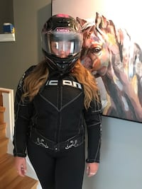 Motorcycle jacket with helmet used less then 10 times Mississauga