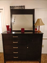 Nice modern wooden dresser/TV stand/buffet with mi Annandale, 22003