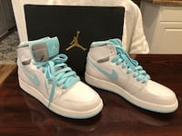 pair of white Nike high-top sneakers Maitland, 32751