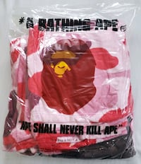BAPE Fleece throw blanket, new in package Vancouver, V5T 1L5