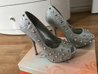 Nice heels good condition Mississauga, L5L 5T9