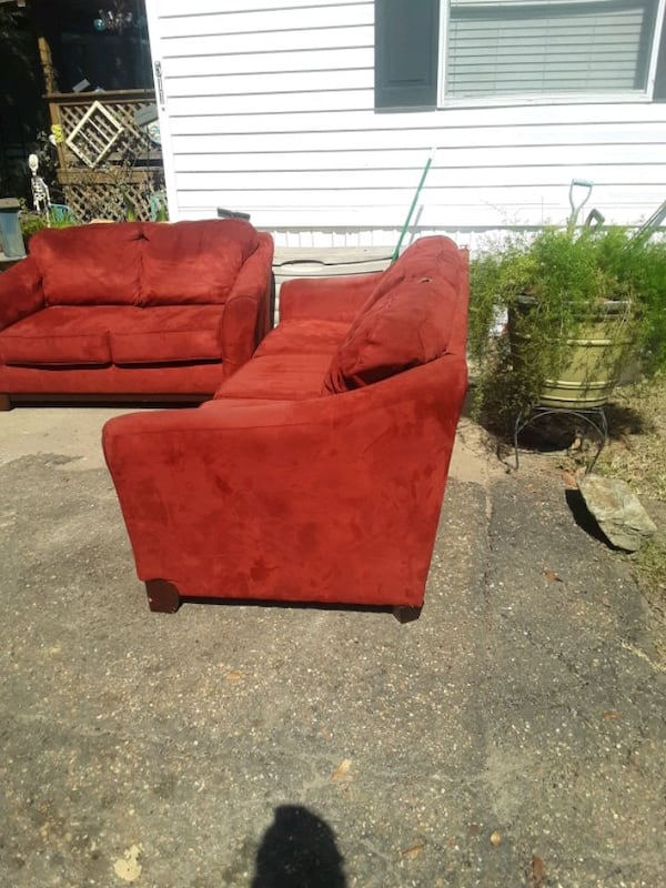couch n loveseat 89d45cea-a614-4fda-9896-6223bcc59081