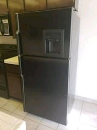 Fridge in very good condition delivery available  Long Beach