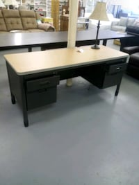 New office desk with lockable drawers Martinsburg, 25401
