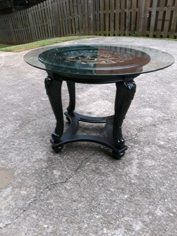 Round Glass top End Table a5140065-ddef-4980-89fa-70ffd46e0403