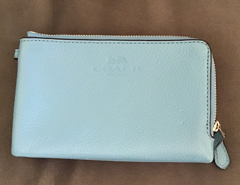 Used Coach wristlet 0