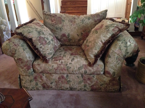Wondrous Sofa Accent Chair Love Seat In Excellent Condition Like New Pdpeps Interior Chair Design Pdpepsorg