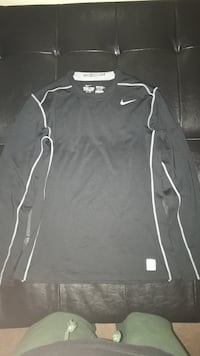 Nike hyperwarm dry-fit top Belleville, K8N 3G4