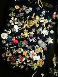 Brooches 3716 km