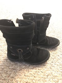 Pair of black leather booties 28 km