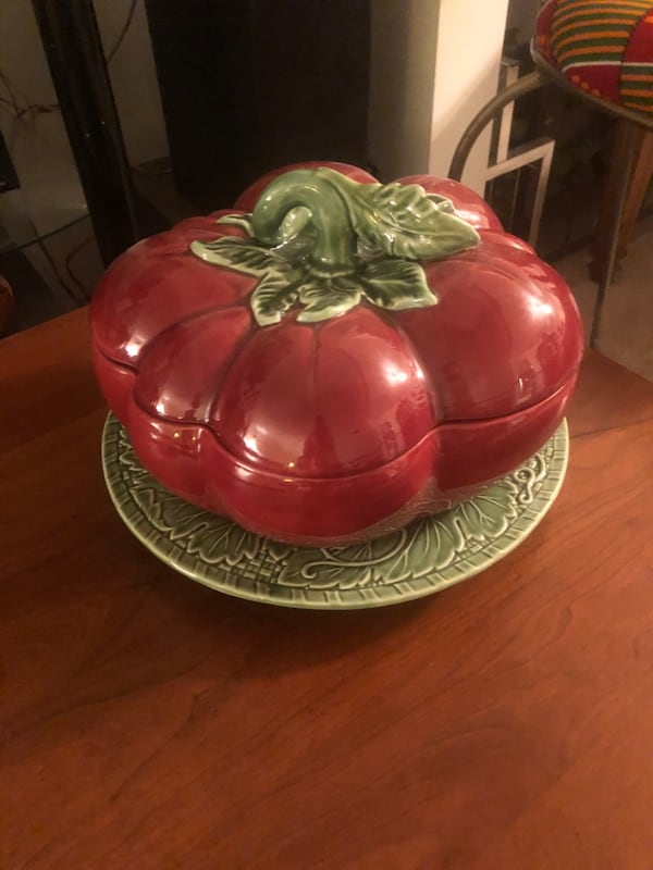 Vintage 4qt. Porcelain Tomato Tureen with Ladle & Serving plater 0