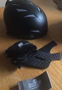 Adult Giro helmet with removeable speakers.