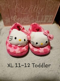 Childs Play: Hello Kitty Girls Slippers XL 11-12