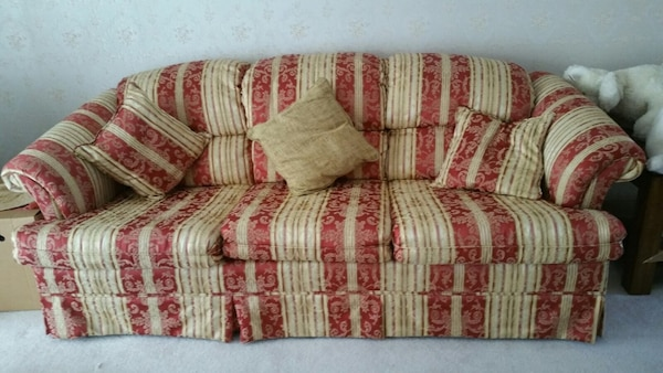 red and white floral fabric 3-seat sofa