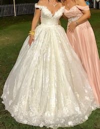 women's white floral sleeveless wedding gown Bromley, BR1 5PG