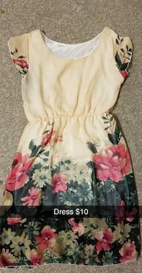 white and pink floral scoop-neck dress Regina, S4T 4A9