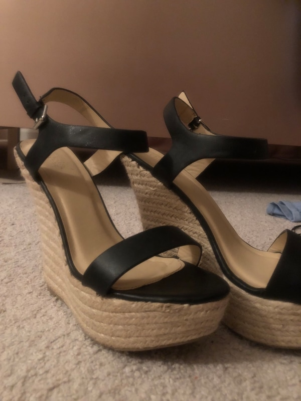 High heel/wedge (it's really for people who wants to look taller) a098ea2a-8f6b-4b72-9f60-77b803931cfb