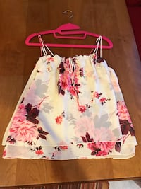 White and pink floral top Albany, 94706