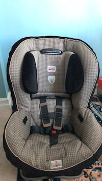 baby's gray and black Graco car seat Mississauga, L5B 1P2