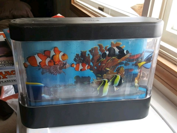Fish tank toy fe1e193d-bbbf-49be-93c0-be102ee1fc6e