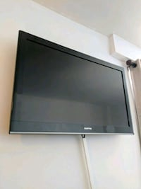 40' Flat Screen and Wall Mount New York, 10037