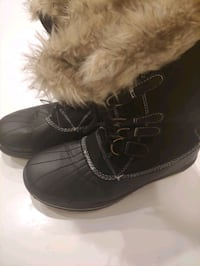 Ladies sz 9 Leather/fur snow boots