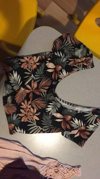Forever 21 leaf crop top size small