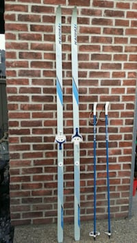 ☆☆☆CROSS COUNTRY SKIS (INCLUDING THE POLES!)☆☆☆