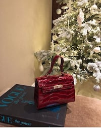 Ruby red handbag London, N5V 1Y3