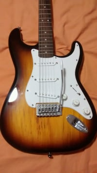 Fender sunburst guitar Miami, 33184