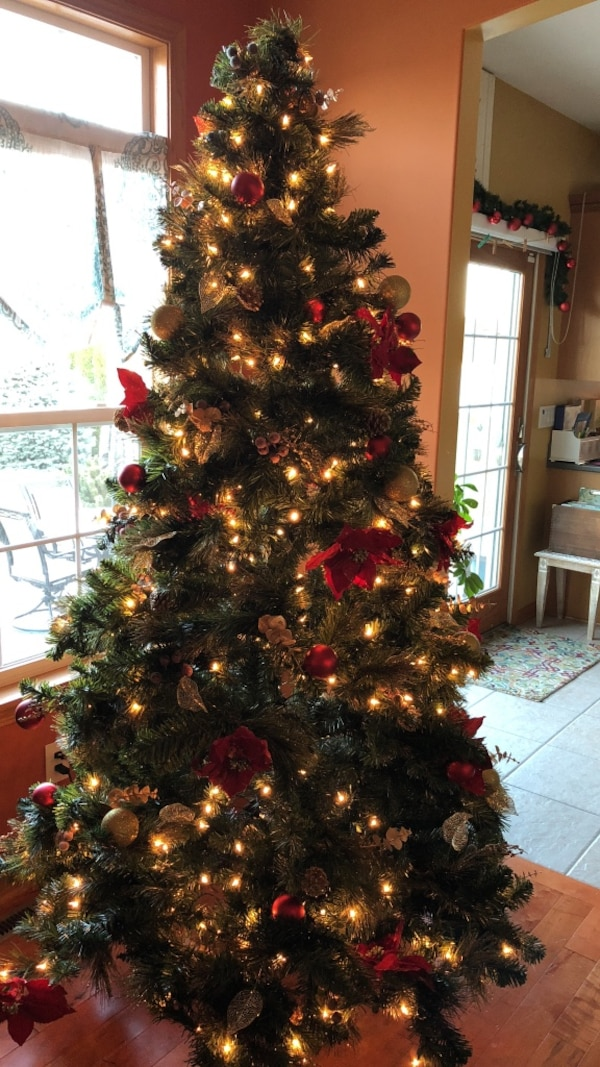 7 foot pre lit decorated christmas tree