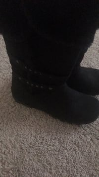 pair of black suede boots Woodbridge, 22191