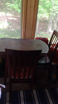 Drop leaf table and two chairs Bluemont, 20135