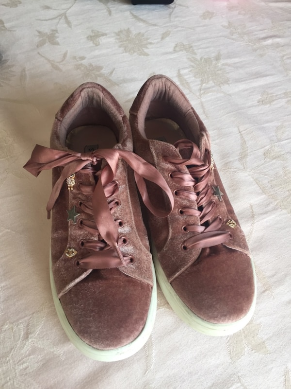 best sale 100% high quality uk availability Used Steve Madden rose gold girls sneakers size 5 for sale in ...