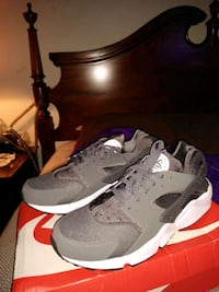 pair of gray-and-black Nike Huarache Aspen Hill, 20906