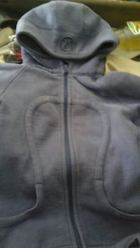 Lululemon sweater  Duncan, V9L 2S5