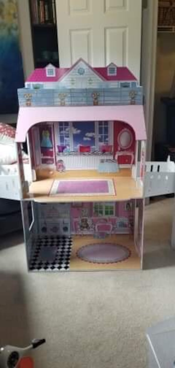 American Girl 3 Story Doll House - Awesome gift e15e279b-10a8-46dd-a2af-37160dc65d8b