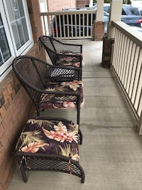 Out door lounge set with matching table and cushions  Brampton, L6P 1C9