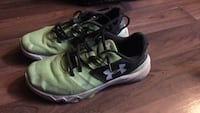 Pair of green-and-black under armour running shoes London, N6H