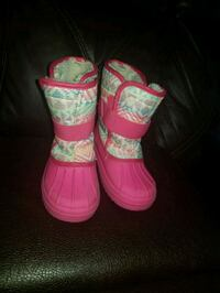 Girls size 11 snow boots  Temple Hills, 20748