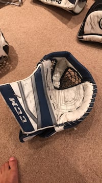 CCM EFLEX 2 goalie glove  North Vancouver, V7L