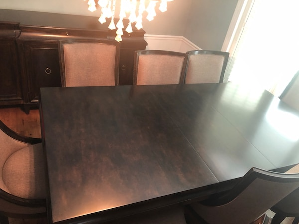 Dining room set 44c2003b-009e-47c9-a761-5e8ff63a6897